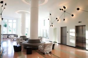 59544329-H1-Hotel_Lobby
