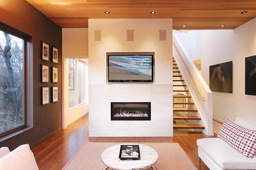 modern Hampton's farmhouse wood, white, open spaces technology
